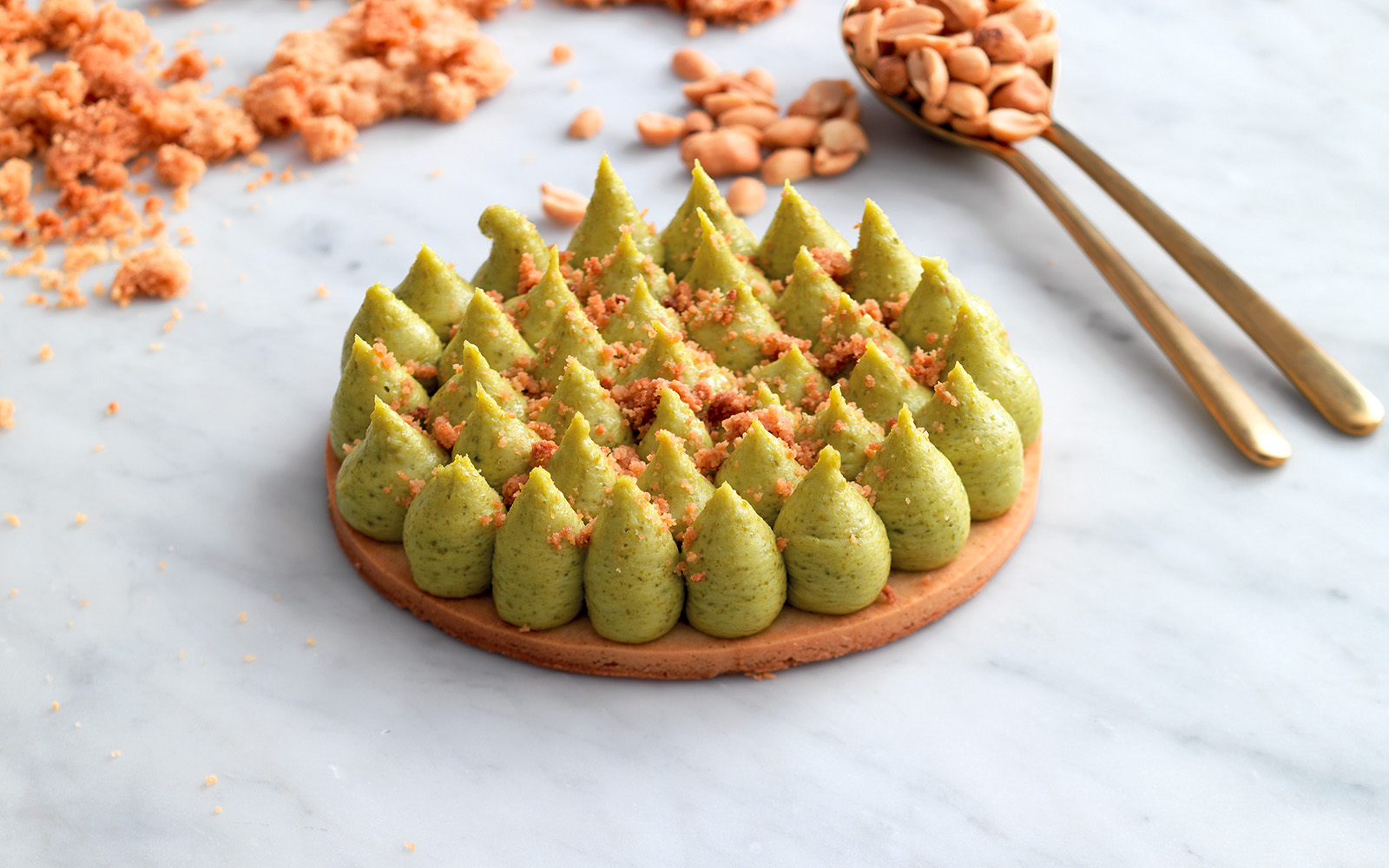Shortbread-with-cream-of-pistachio-and-crumble-of-peanuts