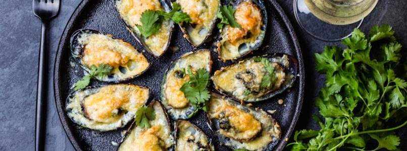 Appetizer of sea and land? Mussels stuffed with caciocavallo!