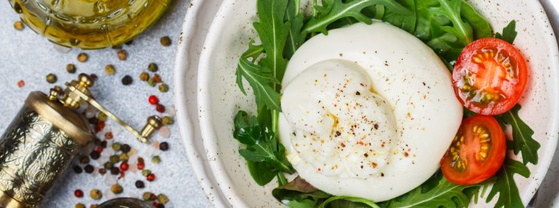 Burrata, the queen of summer: enjoy it in these recipes!