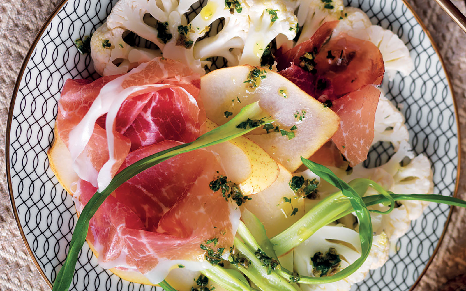 Carpaccio recipe of cauliflower, chicory and culatello