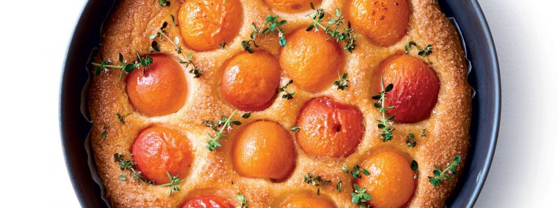 Focaccia recipe with apricots and thyme