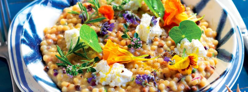 Fregola recipe with herbs and goat cheese