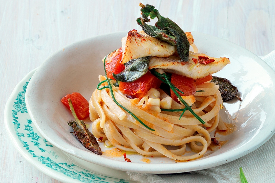 Linguine with perch and beard of friar.