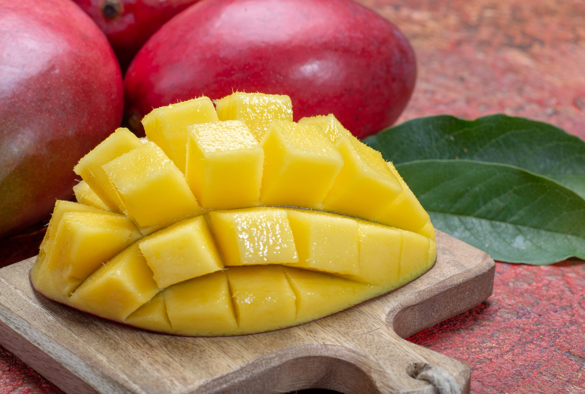 How to cut the mango to porcupine