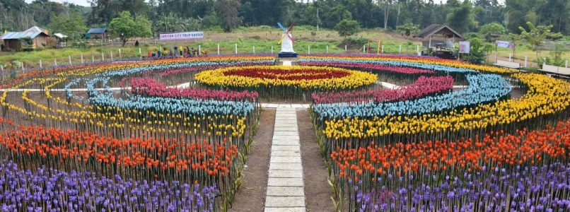 In the Philippines he inaugurates a park of tulips made of recycled plastic