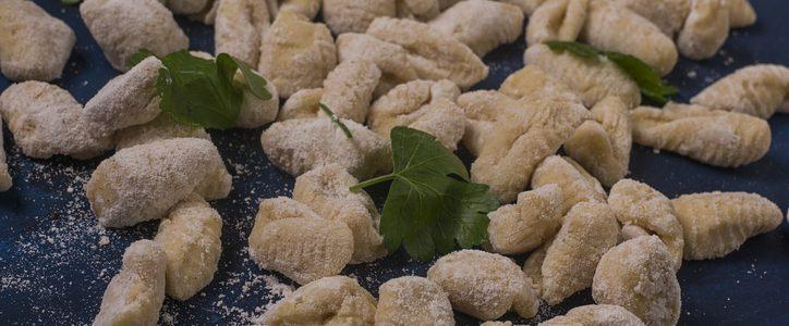 Let's recycle Christmas leftovers: lentil gnocchi