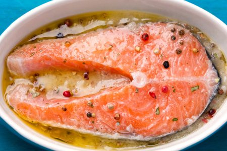 Marinated fish: dry or with a liquid?