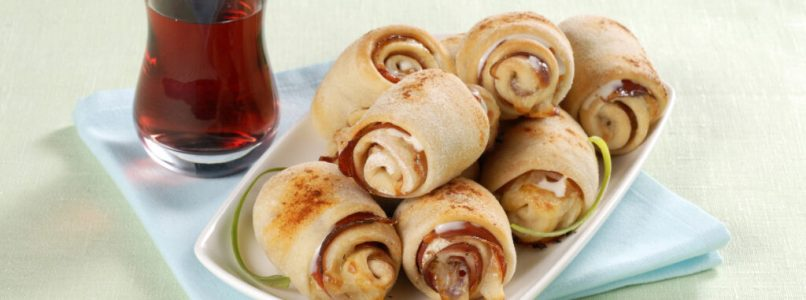 Minirolls with scamorza and speck
