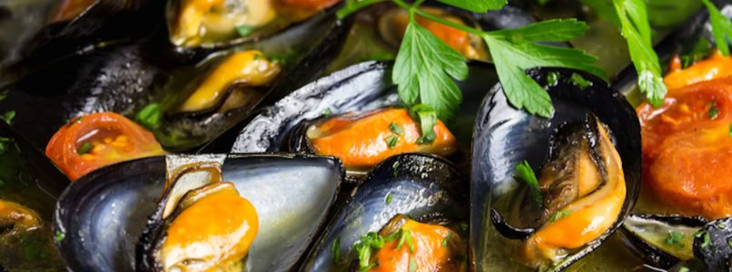 Mussels scented with aromatic herbs