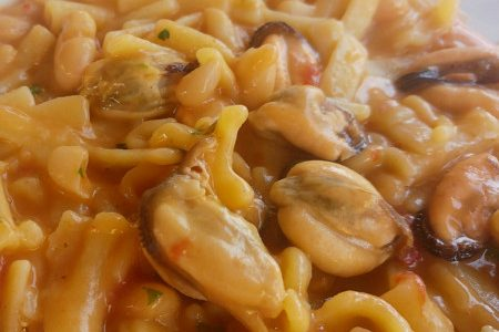 Pasta, beans and mussels, the Neapolitan recipe