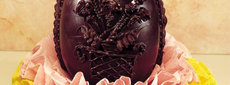 Prepare a dark chocolate Easter egg