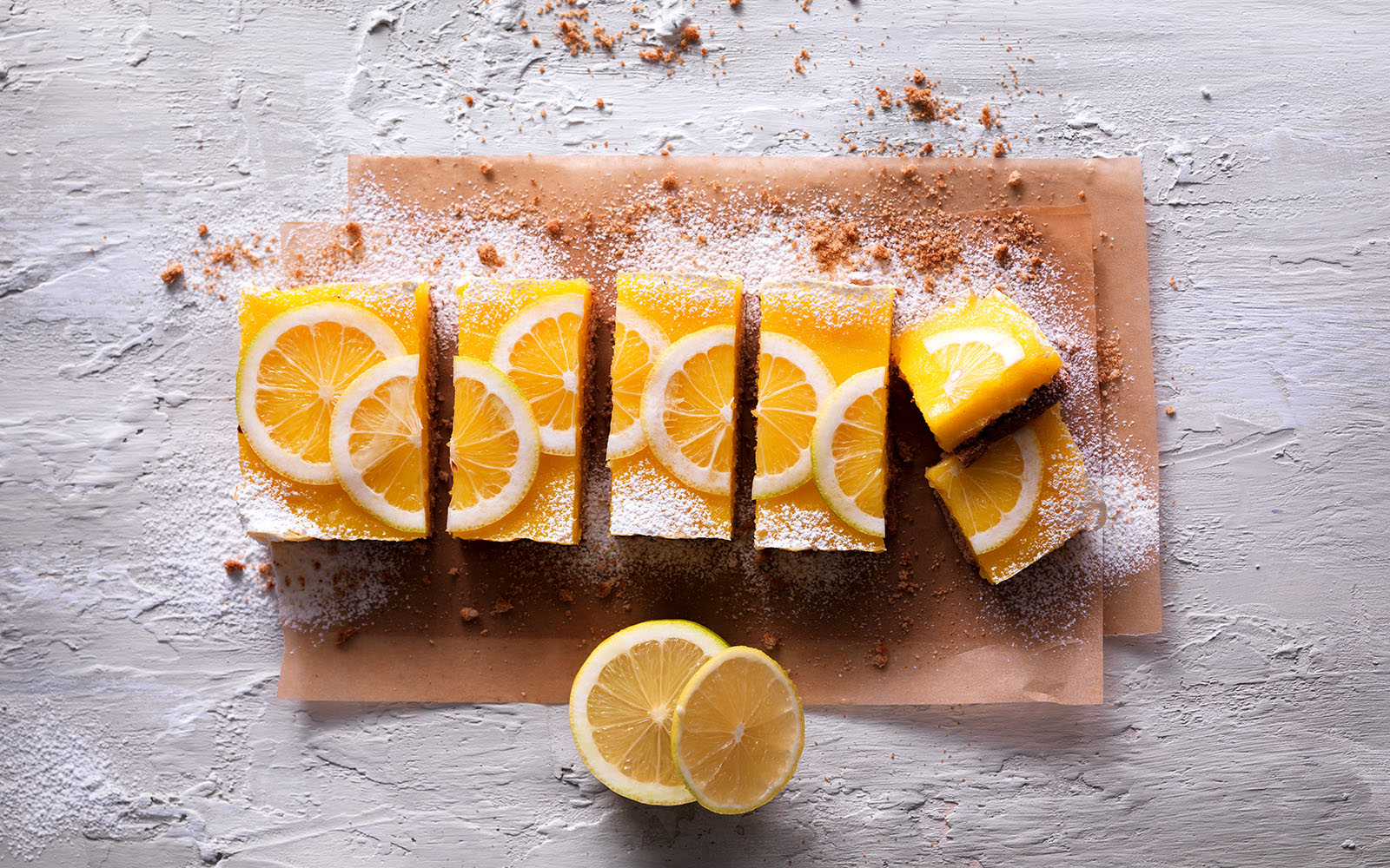 Recipe Cake with biscuits and lemon cream