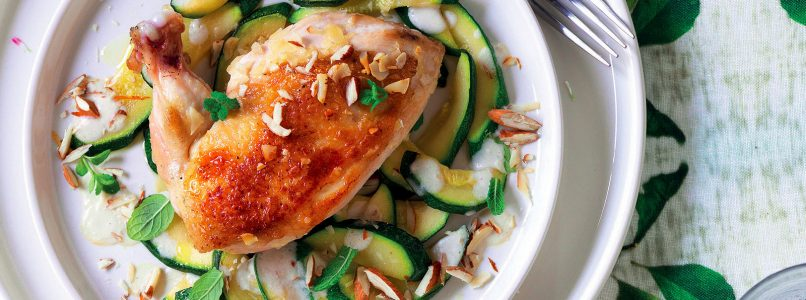 Recipe Chicken with almonds and zucchini with mint
