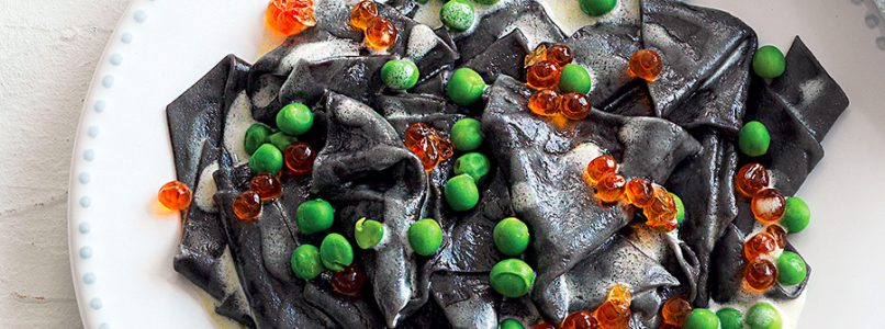 Recipe Maltagliati with cuttlefish ink with wine sauce and peas