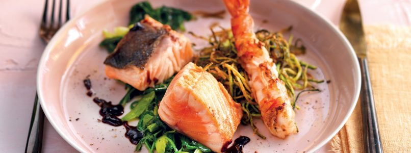 Recipe Marinated salmon, prawns and courgette straw
