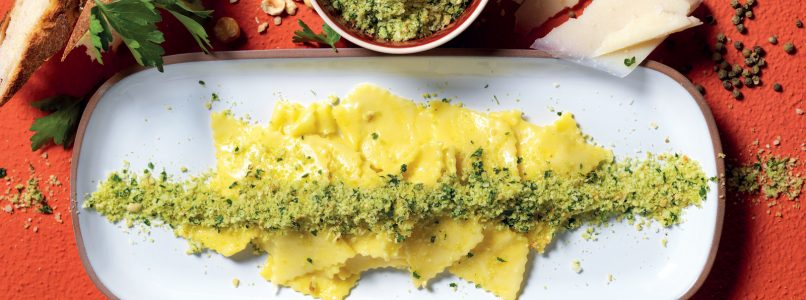 Recipe Pasta in white with hazelnut powder, green pepper and pecorino cheese
