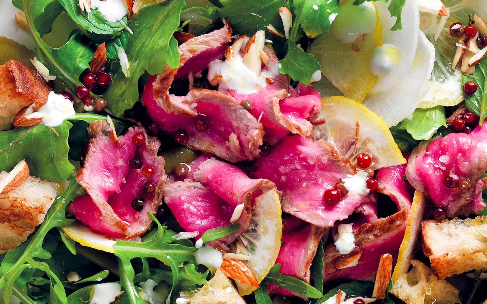 Recipe Salad with roast beef, bergamot and croutons