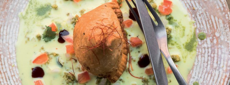 Recipe Samosa of potatoes and peas on spicy yogurt sauce