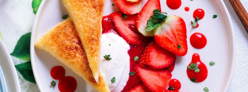 Recipe Strawberry with thyme and mascarpone and crunchy pastry