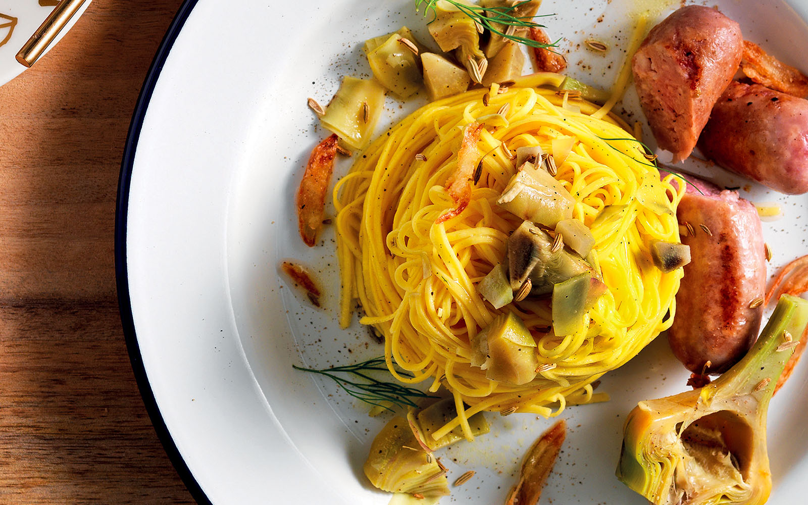 Recipe Tagliolini with artichokes, sausage and crunchy shallots