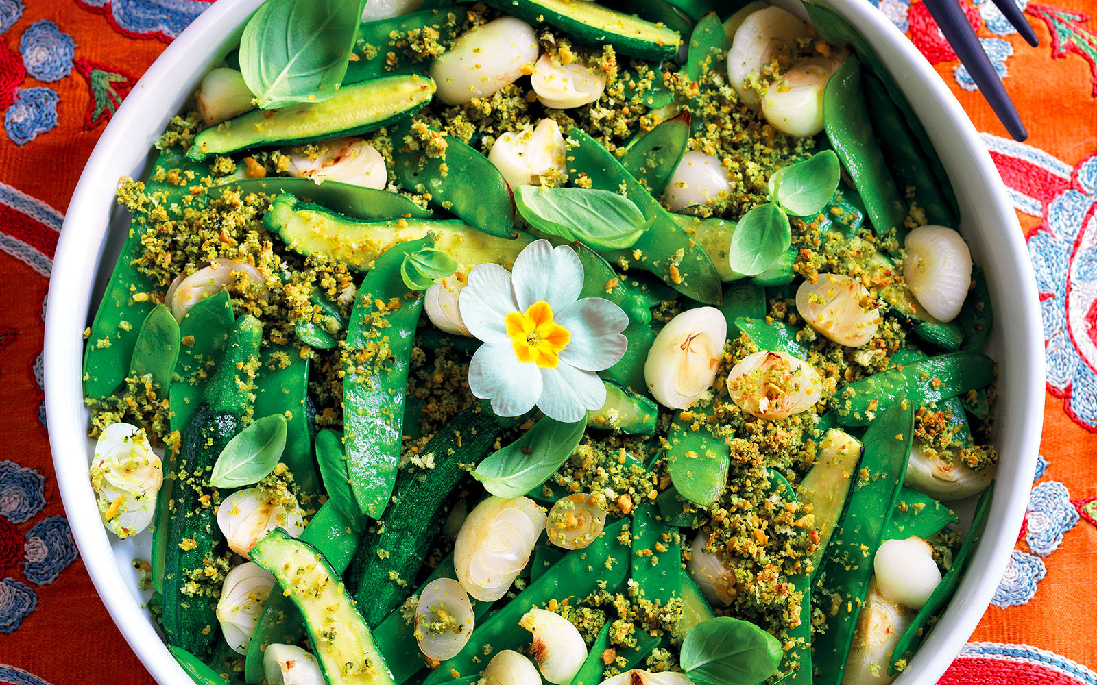 Recipe Zucchini, taccole and onions with pistachio and basil crumbs