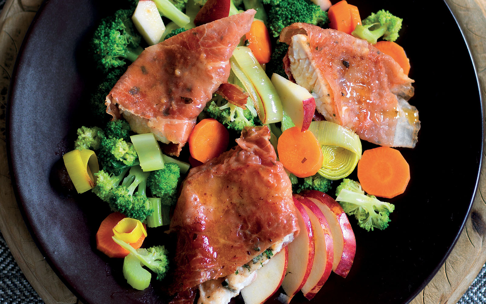 Recipe fillets of char in bacon with sparkling wine sauce