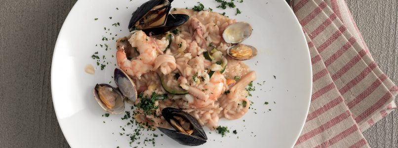 Risotto with seafood, recipes and variations on the theme