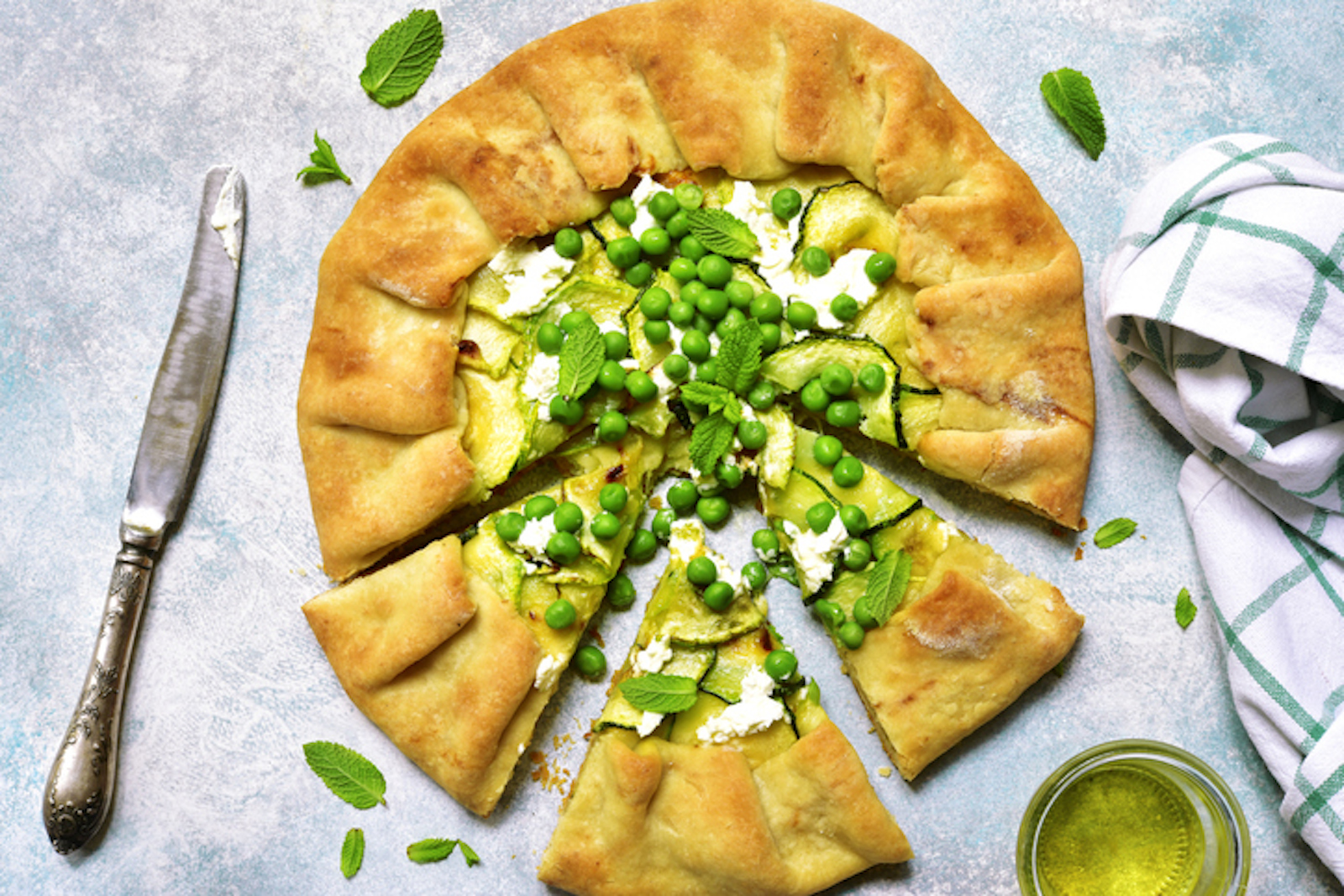 Savory pie with peas and mint: an idea for spring