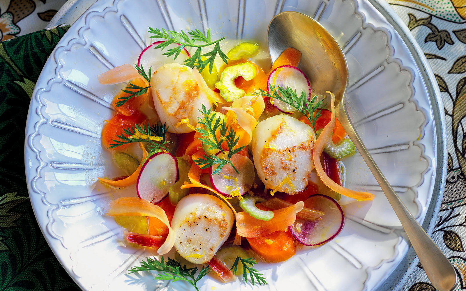 Scallop Recipe with crunchy vegetable mix