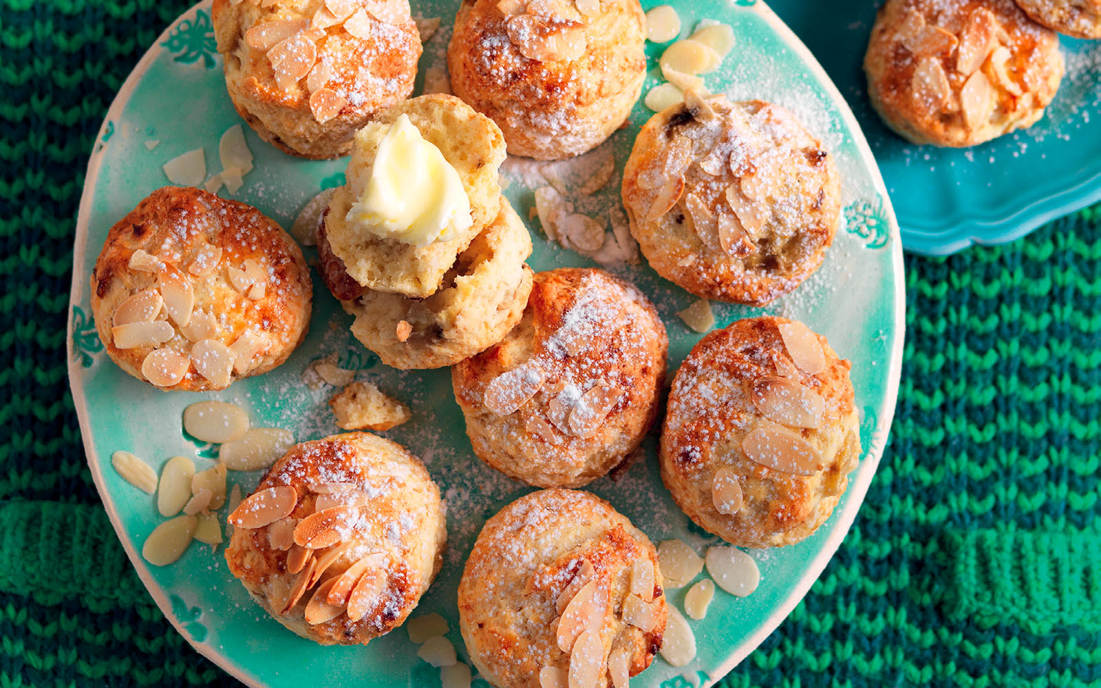Scone recipe with bananas and almonds