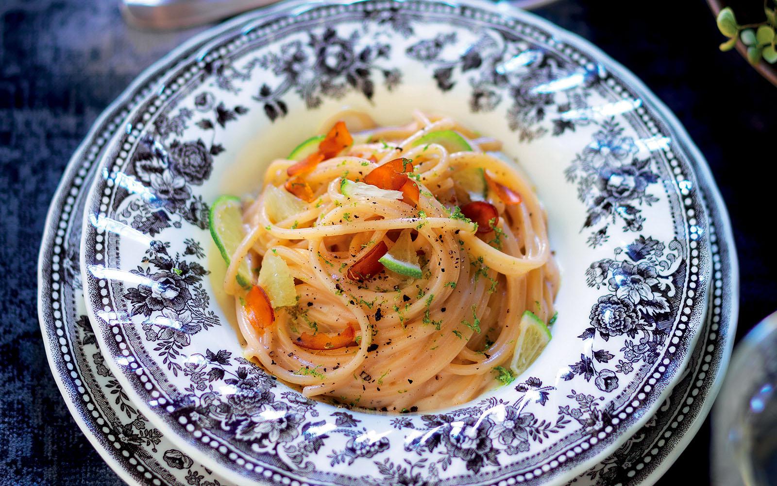 Spaghettoni recipe with cheese, pepper and bottarga