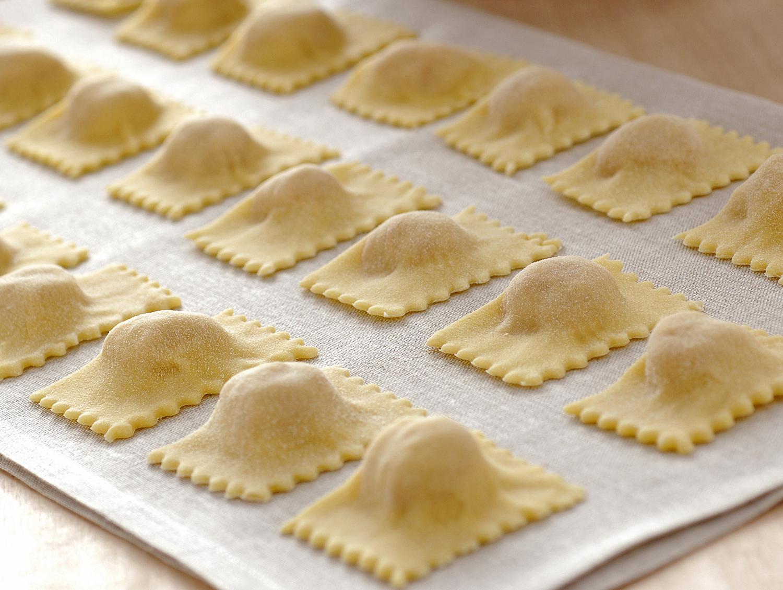 Stuffed pasta: how to prepare meat ravioli