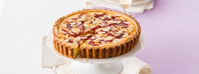 Sweet strawberry and ricotta tart