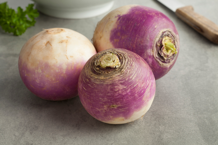The decoction of turnip to treat cough and sore throat