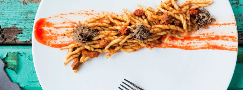 Trofie recipe with sea urchins and Tuscan black truffle