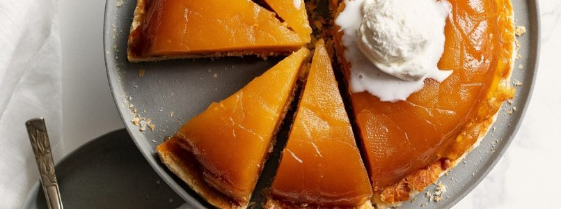 Upside down cake with ladyfingers and golden apples