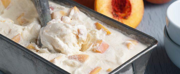 We prepare the ice cream with condensed milk