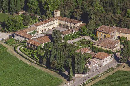 Wine resort, the taste of waking up in the vineyard